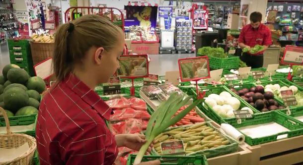 Assistant / Assistante du commerce de détail AFP - produits nutritifs et stimulants - Film avec portrait d'un professionnel