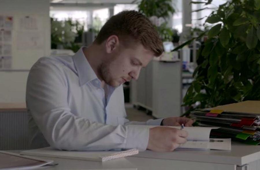 Kaufmann/Kauffrau EFZ Dienstleistung und Administration – Film mit Porträt eines Berufstätigen
