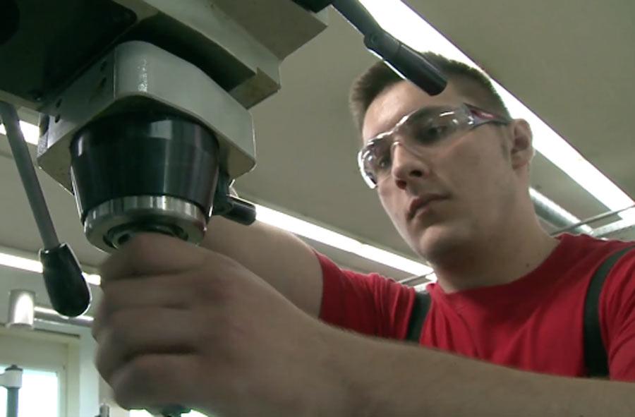 Praticien / Praticienne en mécanique AFP - Extrait