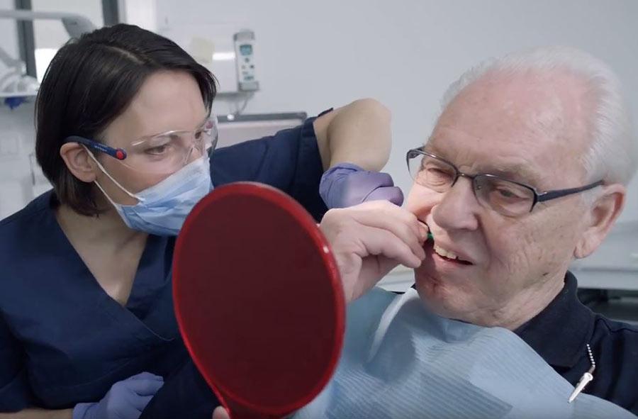 Dentalhygieniker/in HF – Film mit Porträts von Berufstätigen