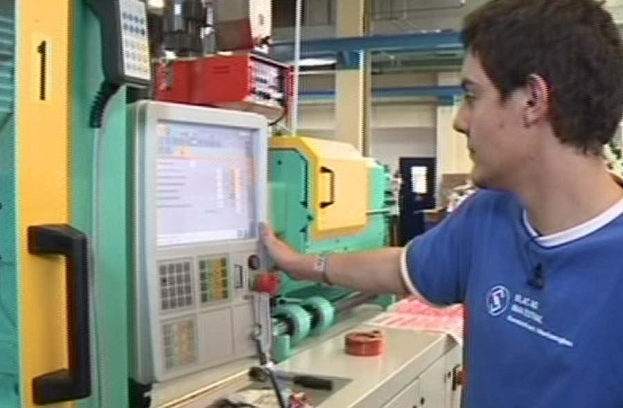 Kunststofftechnologe/-login EFZ – Film mit Porträt eines Lernenden