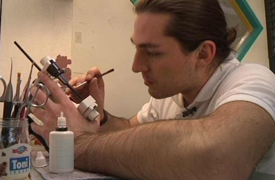 Zahntechniker/in EFZ – Film mit Porträt eines Lernenden