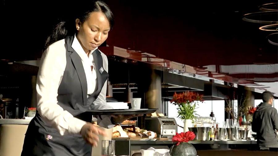 Hotellerieangestellte/r EBA – Film mit Porträt einer Berufstätigen