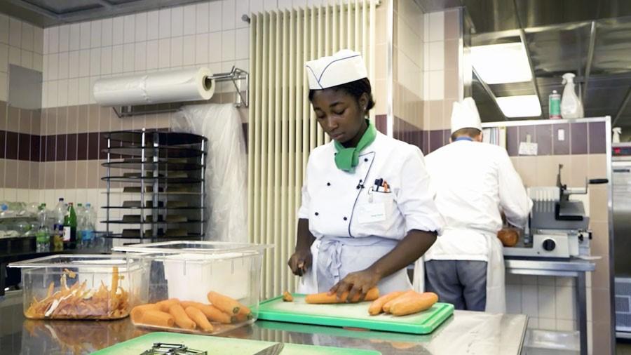 Employé / Employée en cuisine AFP - Film avec portrait d'un professionnel