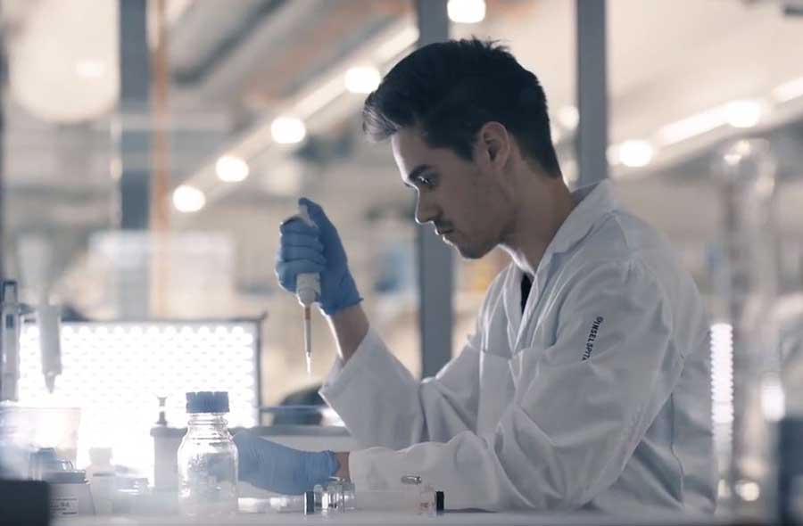 Biomedizinische/r Analytiker/in HF – Film mit Porträts von Berufstätigen