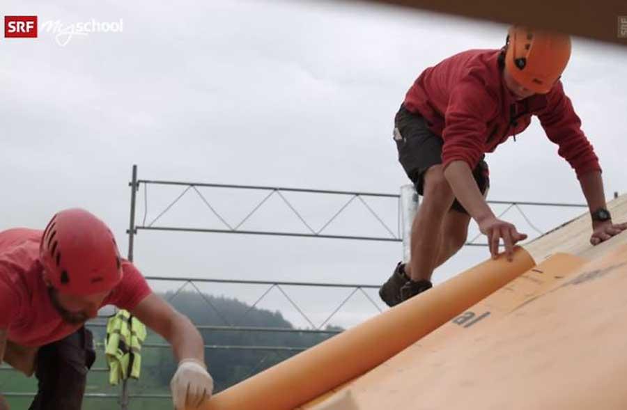 Dachdeckerpraktiker/in EBA  – Film mit Porträt eines Lernenden