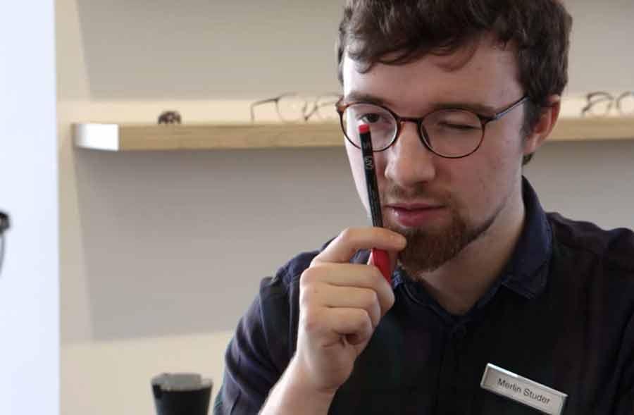 Augenoptiker/in EFZ – Film mit Porträt eines Lernenden